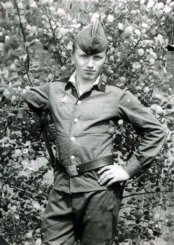 1982-13.jpg